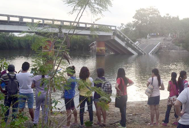 Abatan bridge that supposedly connects Maribojoc (and Loon) to Cortes and Tagbilaran City to the south.