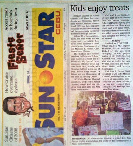 """Kids enjoy treats."" Sun*Star Cebu. Vol. XXVII, No. 44. Cebu City. 07 January 2009: Neighborhood, A21."